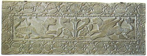 1Pluteo_con_grifoni_dell'oratorio_di_san_michele_alla_pusterla,_inizio_VIII_secolo,_pavia,_museo_civico_malaspina,_177x66_cm (1)